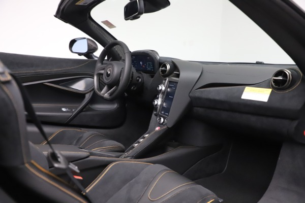 New 2020 McLaren 720S Spider Performance for sale $384,930 at Bugatti of Greenwich in Greenwich CT 06830 25