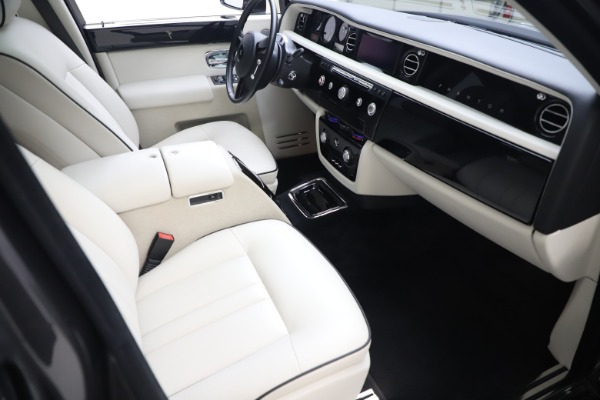 Used 2013 Rolls-Royce Phantom for sale Sold at Bugatti of Greenwich in Greenwich CT 06830 16