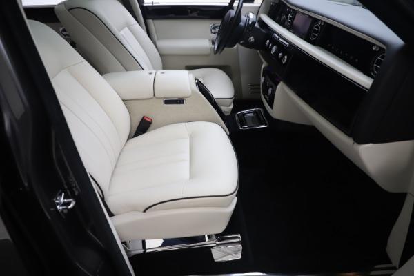 Used 2013 Rolls-Royce Phantom for sale Sold at Bugatti of Greenwich in Greenwich CT 06830 18