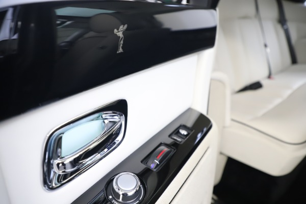 Used 2013 Rolls-Royce Phantom for sale Sold at Bugatti of Greenwich in Greenwich CT 06830 22
