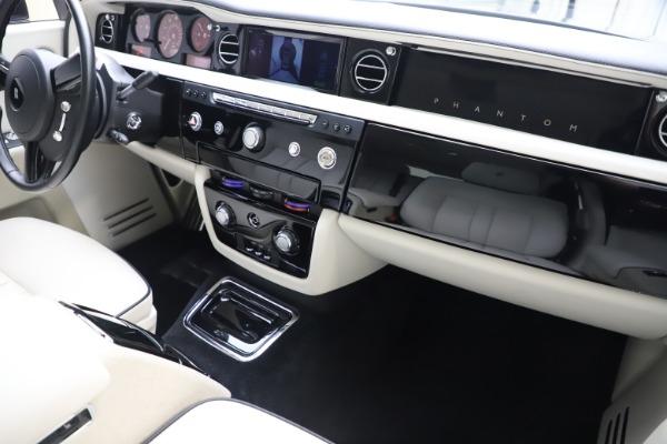 Used 2013 Rolls-Royce Phantom for sale Sold at Bugatti of Greenwich in Greenwich CT 06830 23