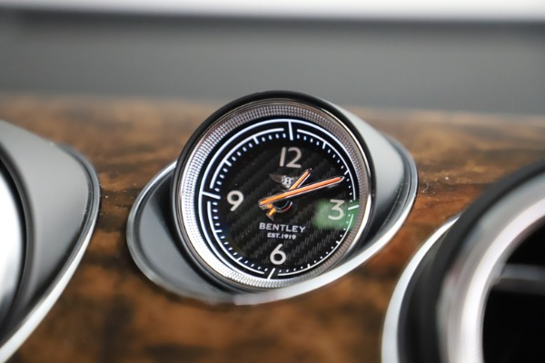 New 2020 Bentley Bentayga Hybrid for sale $189,500 at Bugatti of Greenwich in Greenwich CT 06830 27