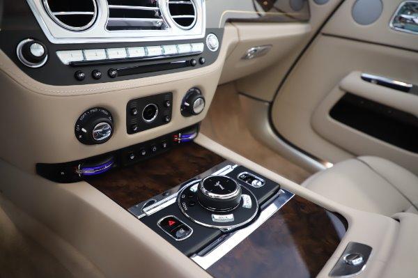 Used 2017 Rolls-Royce Dawn for sale $254,900 at Bugatti of Greenwich in Greenwich CT 06830 27