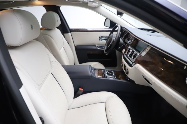Used 2016 Rolls-Royce Ghost for sale $173,900 at Bugatti of Greenwich in Greenwich CT 06830 13