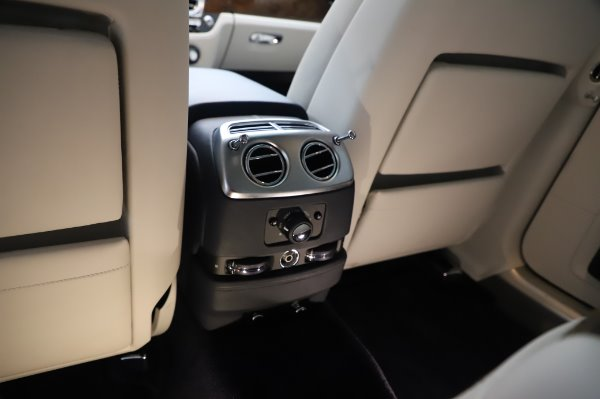 Used 2016 Rolls-Royce Ghost for sale $173,900 at Bugatti of Greenwich in Greenwich CT 06830 25