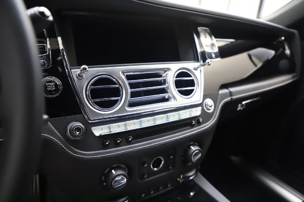 Used 2018 Rolls-Royce Ghost for sale $247,900 at Bugatti of Greenwich in Greenwich CT 06830 17
