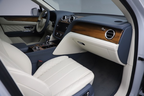 Used 2020 Bentley Bentayga Hybrid for sale $189,900 at Bugatti of Greenwich in Greenwich CT 06830 26