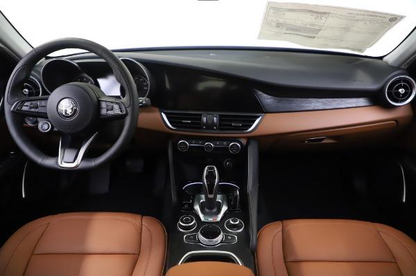 New 2020 Alfa Romeo Giulia Q4 for sale $42,845 at Bugatti of Greenwich in Greenwich CT 06830 15