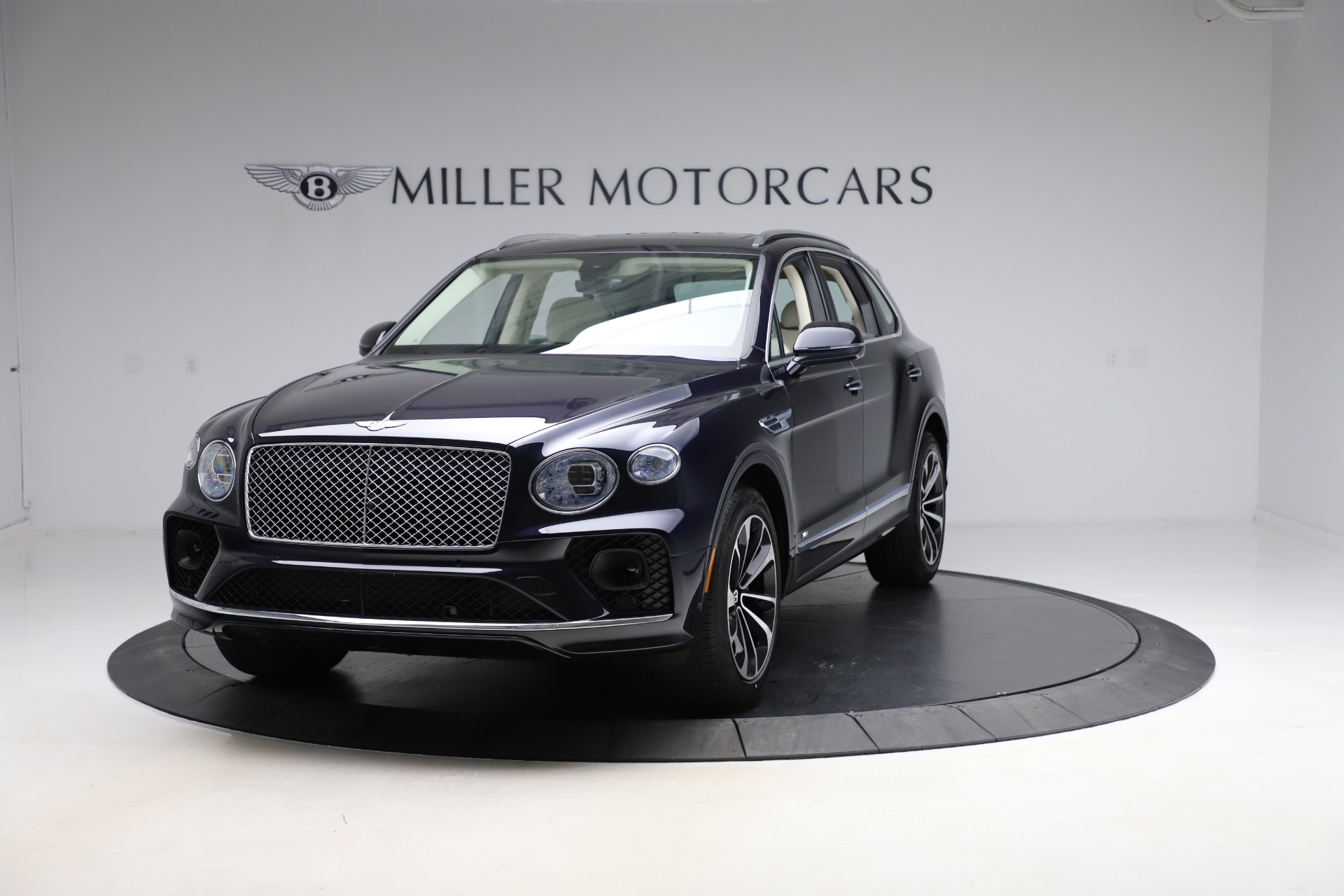 New 2021 Bentley Bentayga V8 for sale $204,100 at Bugatti of Greenwich in Greenwich CT 06830 1