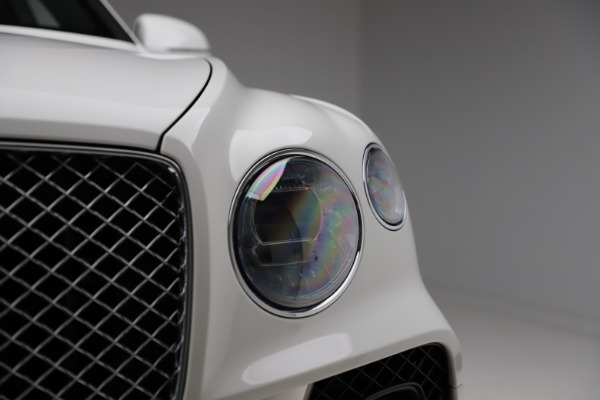 New 2021 Bentley Bentayga V8 for sale $207,765 at Bugatti of Greenwich in Greenwich CT 06830 15