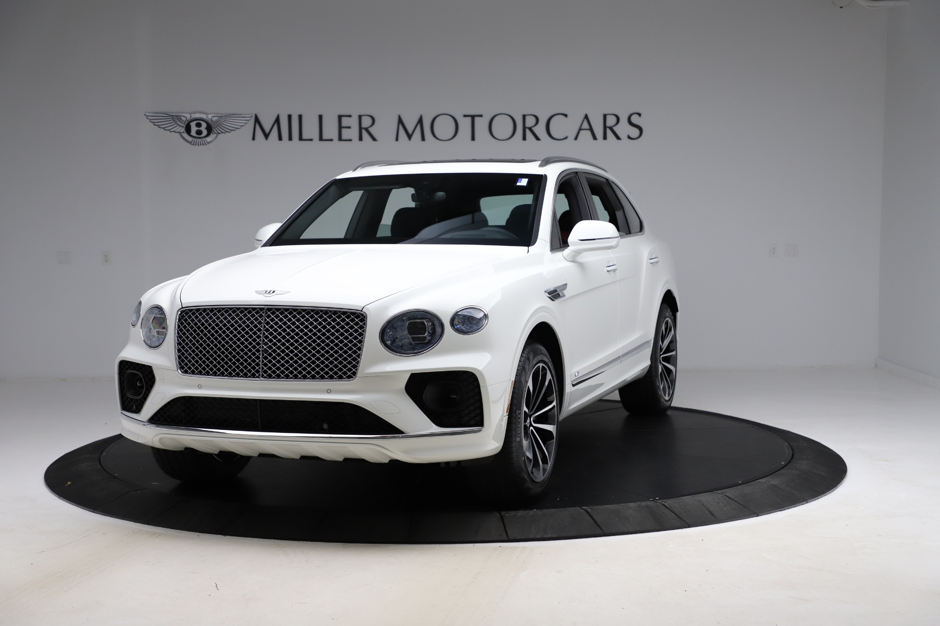 New 2021 Bentley Bentayga V8 for sale $207,765 at Bugatti of Greenwich in Greenwich CT 06830 1