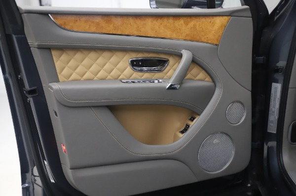 Used 2017 Bentley Bentayga W12 for sale Call for price at Bugatti of Greenwich in Greenwich CT 06830 15