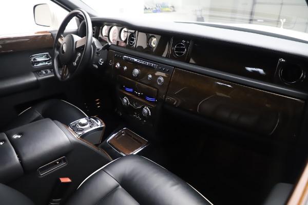 Used 2014 Rolls-Royce Phantom for sale Sold at Bugatti of Greenwich in Greenwich CT 06830 15