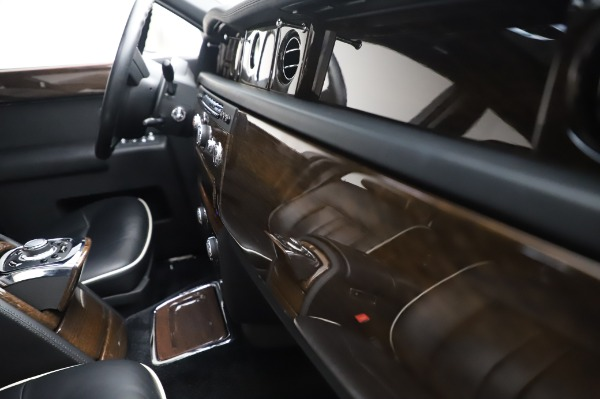 Used 2014 Rolls-Royce Phantom for sale $179,900 at Bugatti of Greenwich in Greenwich CT 06830 25