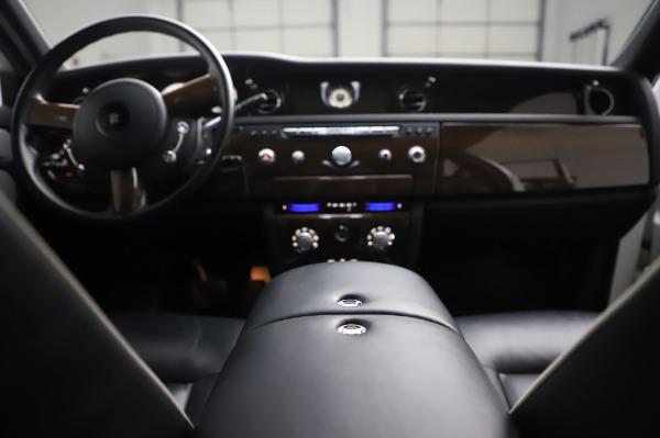 Used 2014 Rolls-Royce Phantom for sale $179,900 at Bugatti of Greenwich in Greenwich CT 06830 28