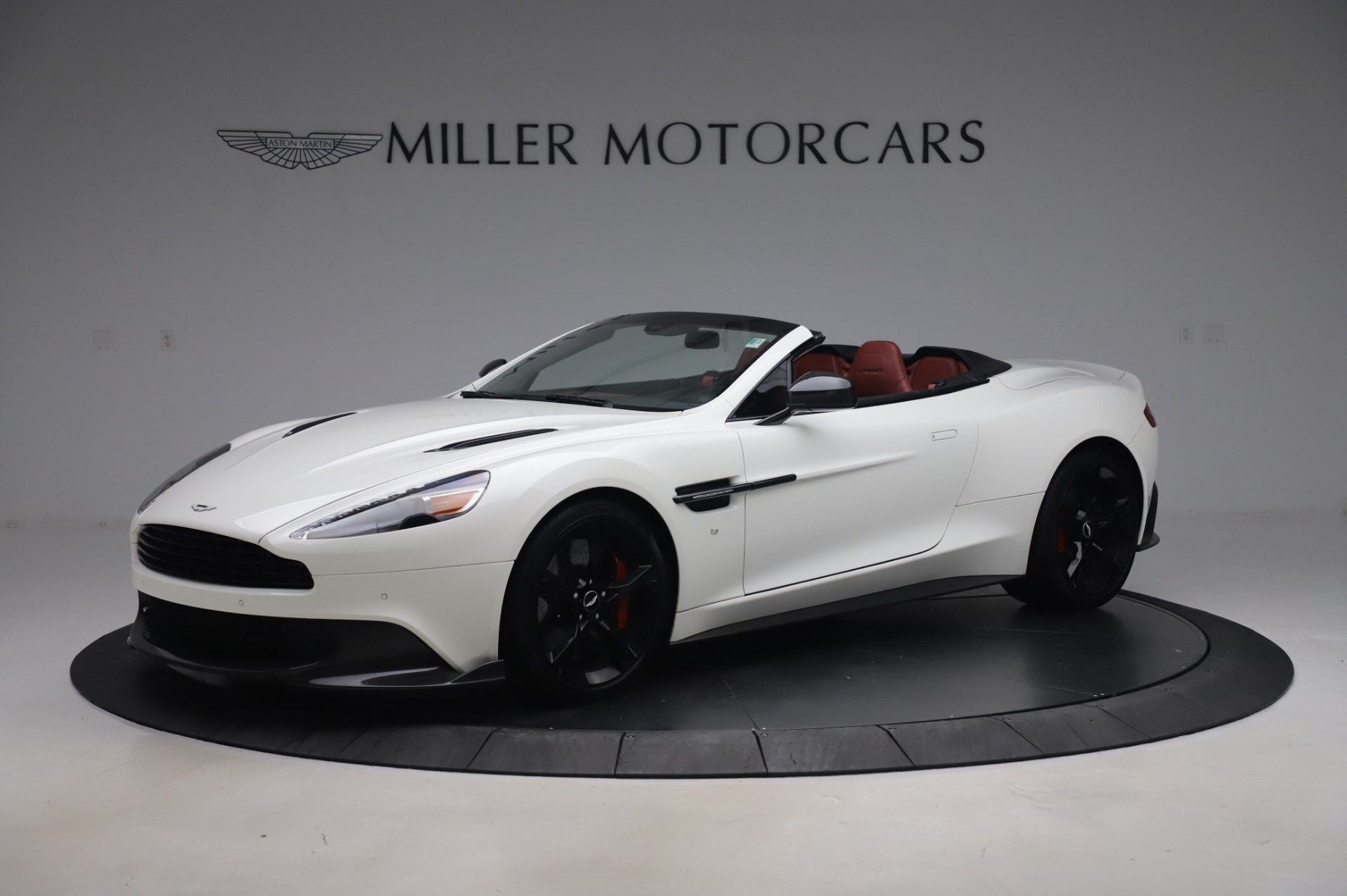 Used 2018 Aston Martin Vanquish S Volante for sale Sold at Bugatti of Greenwich in Greenwich CT 06830 1