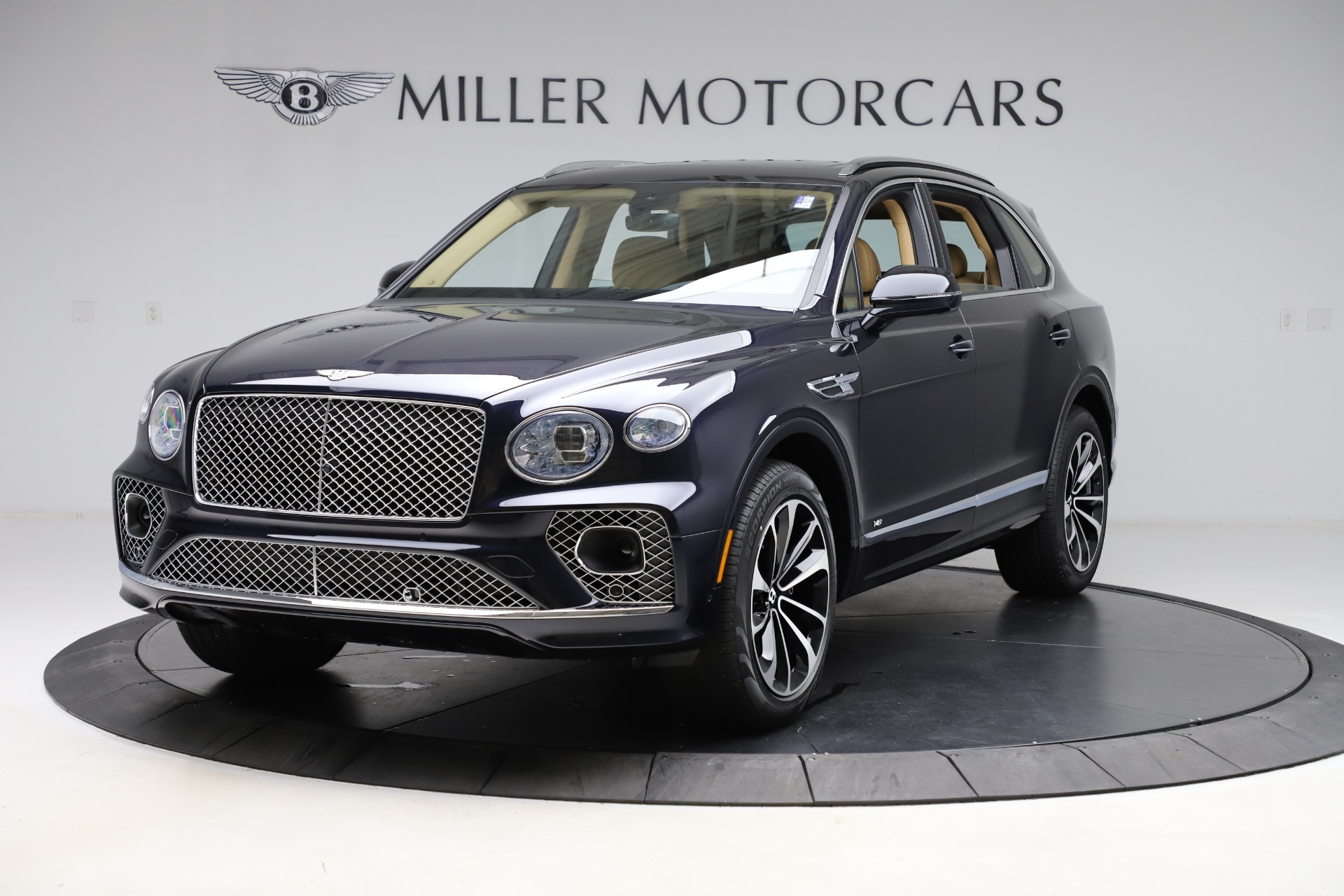 New 2021 Bentley Bentayga V8 for sale $209,755 at Bugatti of Greenwich in Greenwich CT 06830 1