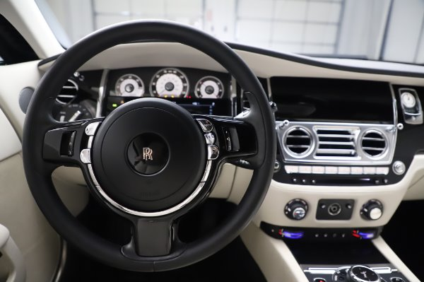 Used 2015 Rolls-Royce Wraith Base for sale $168,900 at Bugatti of Greenwich in Greenwich CT 06830 18