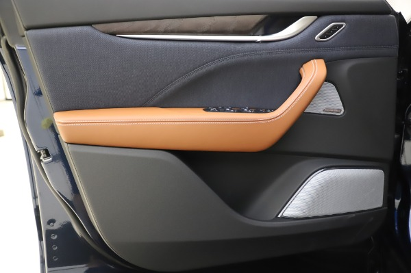 New 2020 Maserati Levante Q4 GranLusso for sale $88,635 at Bugatti of Greenwich in Greenwich CT 06830 17