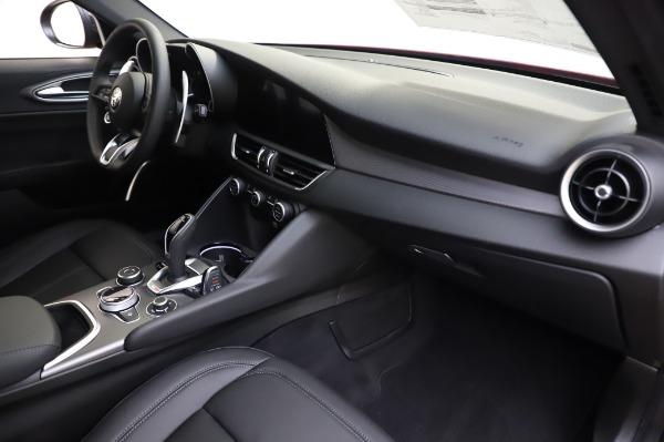 New 2020 Alfa Romeo Giulia Sport Q4 for sale $48,895 at Bugatti of Greenwich in Greenwich CT 06830 21
