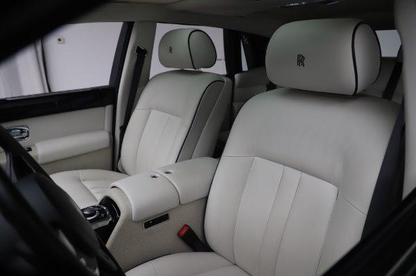 Used 2014 Rolls-Royce Phantom for sale $219,900 at Bugatti of Greenwich in Greenwich CT 06830 16