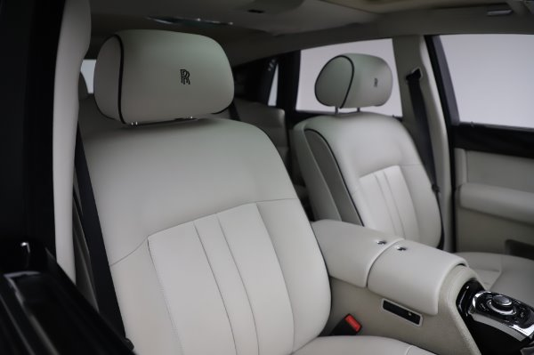 Used 2014 Rolls-Royce Phantom for sale $219,900 at Bugatti of Greenwich in Greenwich CT 06830 17