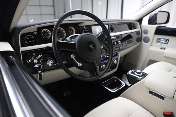 Used 2014 Rolls-Royce Phantom for sale $219,900 at Bugatti of Greenwich in Greenwich CT 06830 18