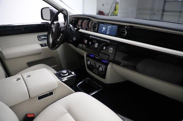 Used 2014 Rolls-Royce Phantom for sale $219,900 at Bugatti of Greenwich in Greenwich CT 06830 19