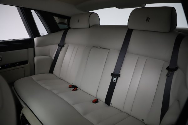 Used 2014 Rolls-Royce Phantom for sale $219,900 at Bugatti of Greenwich in Greenwich CT 06830 21