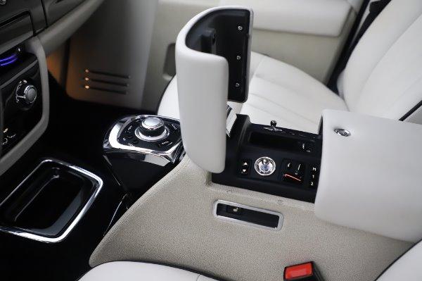 Used 2014 Rolls-Royce Phantom for sale $219,900 at Bugatti of Greenwich in Greenwich CT 06830 24