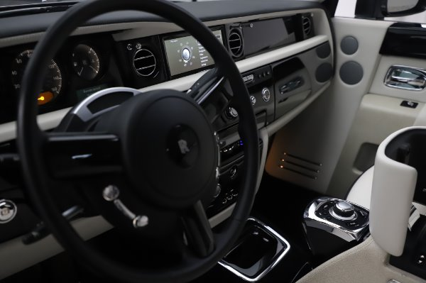Used 2014 Rolls-Royce Phantom for sale $219,900 at Bugatti of Greenwich in Greenwich CT 06830 25
