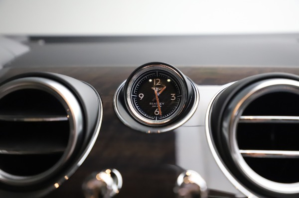 Used 2020 Bentley Bentayga V8 for sale Sold at Bugatti of Greenwich in Greenwich CT 06830 26