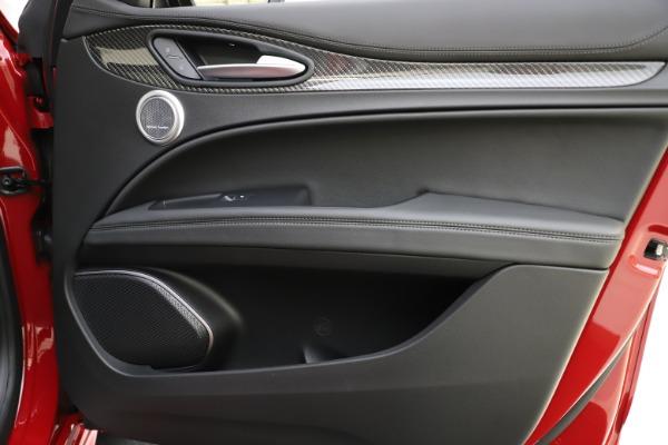 New 2020 Alfa Romeo Stelvio Ti Sport Carbon Q4 for sale Sold at Bugatti of Greenwich in Greenwich CT 06830 25
