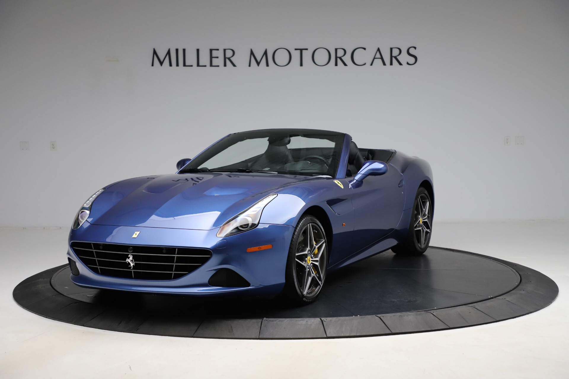 Used 2018 Ferrari California T for sale $185,900 at Bugatti of Greenwich in Greenwich CT 06830 1