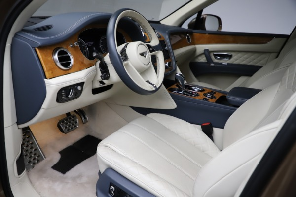 Used 2017 Bentley Bentayga W12 for sale Sold at Bugatti of Greenwich in Greenwich CT 06830 17