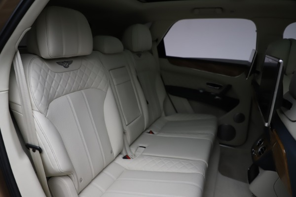 Used 2017 Bentley Bentayga W12 for sale Sold at Bugatti of Greenwich in Greenwich CT 06830 28
