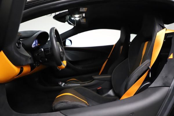 Used 2019 McLaren 570S for sale $177,900 at Bugatti of Greenwich in Greenwich CT 06830 17