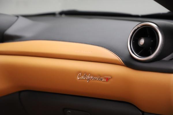 Used 2018 Ferrari California T for sale $169,900 at Bugatti of Greenwich in Greenwich CT 06830 26