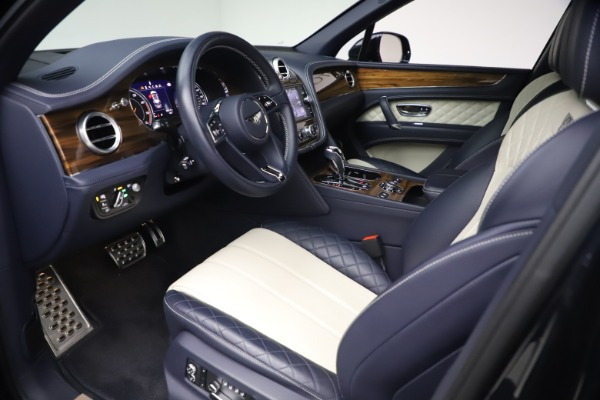 Used 2018 Bentley Bentayga W12 Signature Edition for sale $149,900 at Bugatti of Greenwich in Greenwich CT 06830 17