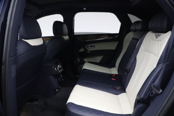 Used 2018 Bentley Bentayga W12 Signature Edition for sale $149,900 at Bugatti of Greenwich in Greenwich CT 06830 21