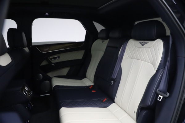 Used 2018 Bentley Bentayga W12 Signature Edition for sale $149,900 at Bugatti of Greenwich in Greenwich CT 06830 22