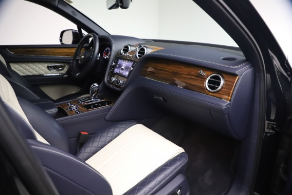 Used 2018 Bentley Bentayga W12 Signature Edition for sale $149,900 at Bugatti of Greenwich in Greenwich CT 06830 24