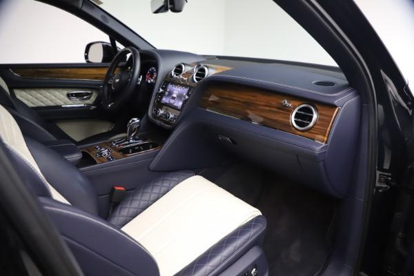 Used 2018 Bentley Bentayga W12 Signature for sale $154,900 at Bugatti of Greenwich in Greenwich CT 06830 24