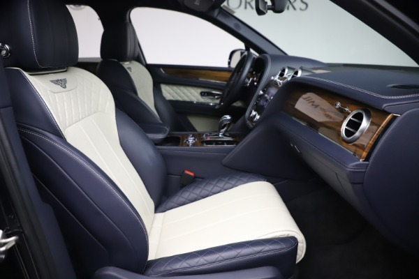 Used 2018 Bentley Bentayga W12 Signature Edition for sale $149,900 at Bugatti of Greenwich in Greenwich CT 06830 25