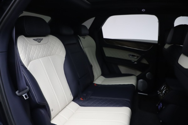 Used 2018 Bentley Bentayga W12 Signature Edition for sale $149,900 at Bugatti of Greenwich in Greenwich CT 06830 28