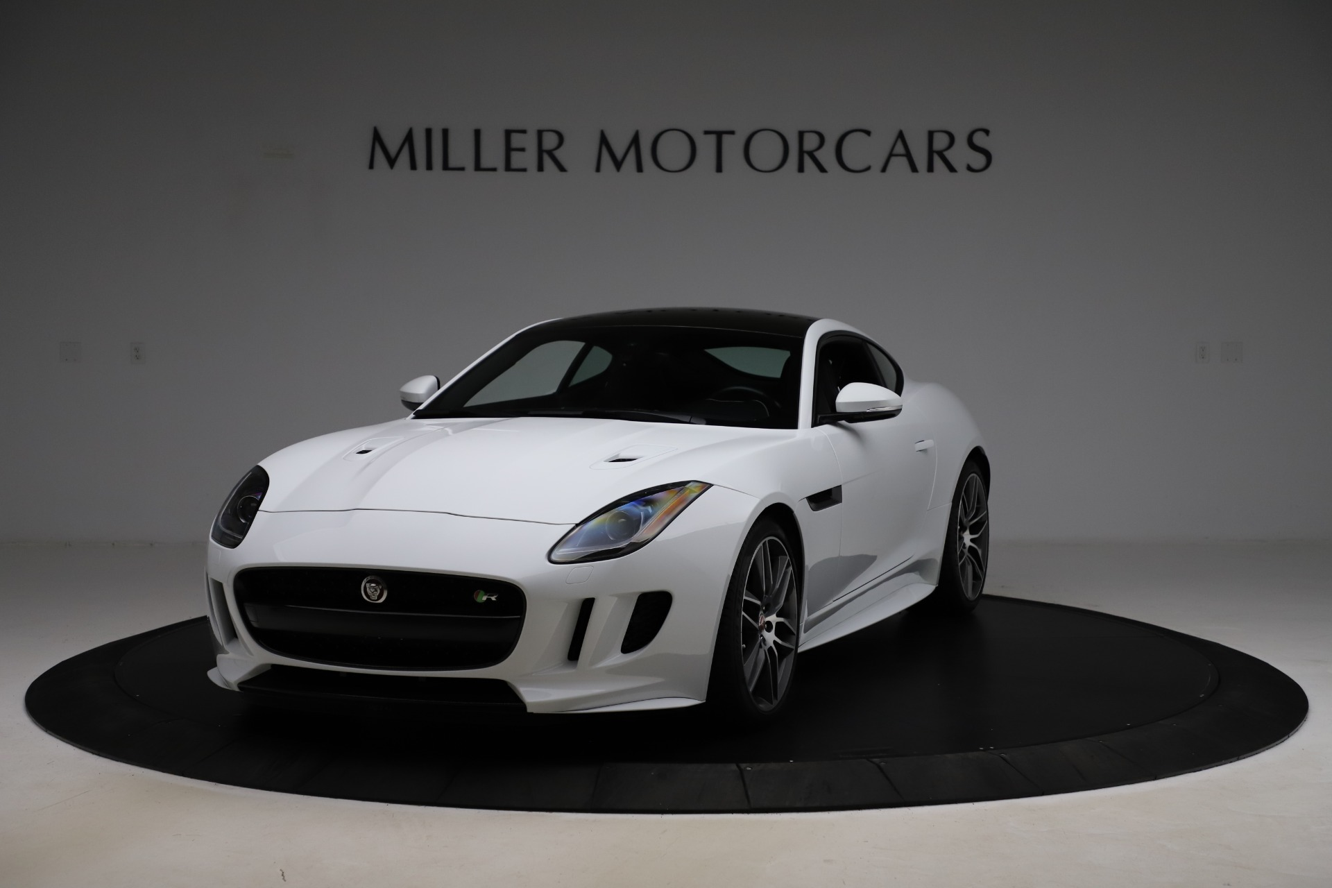 Used 2016 Jaguar F-TYPE R for sale $58,900 at Bugatti of Greenwich in Greenwich CT 06830 1
