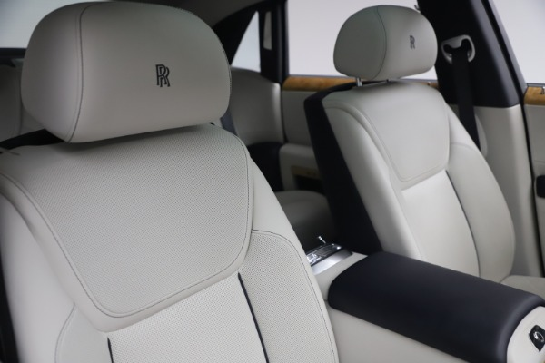 Used 2018 Rolls-Royce Ghost for sale $249,900 at Bugatti of Greenwich in Greenwich CT 06830 15
