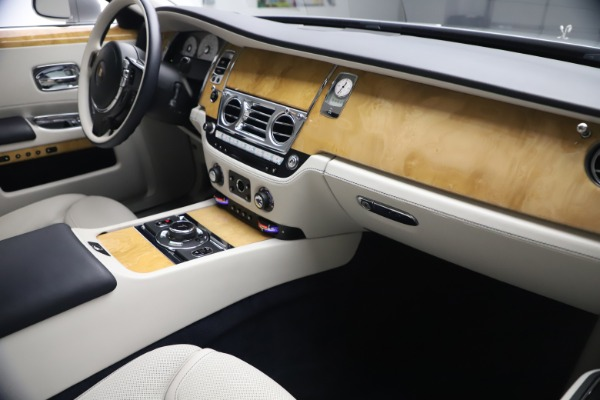 Used 2018 Rolls-Royce Ghost for sale $249,900 at Bugatti of Greenwich in Greenwich CT 06830 17