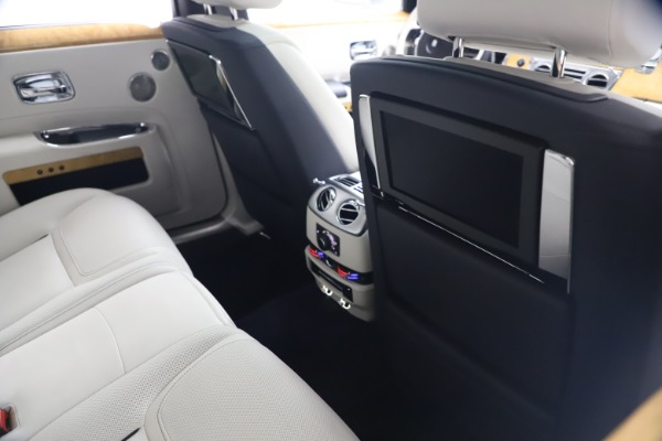 Used 2018 Rolls-Royce Ghost for sale $249,900 at Bugatti of Greenwich in Greenwich CT 06830 20