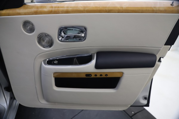 Used 2018 Rolls-Royce Ghost for sale $249,900 at Bugatti of Greenwich in Greenwich CT 06830 25